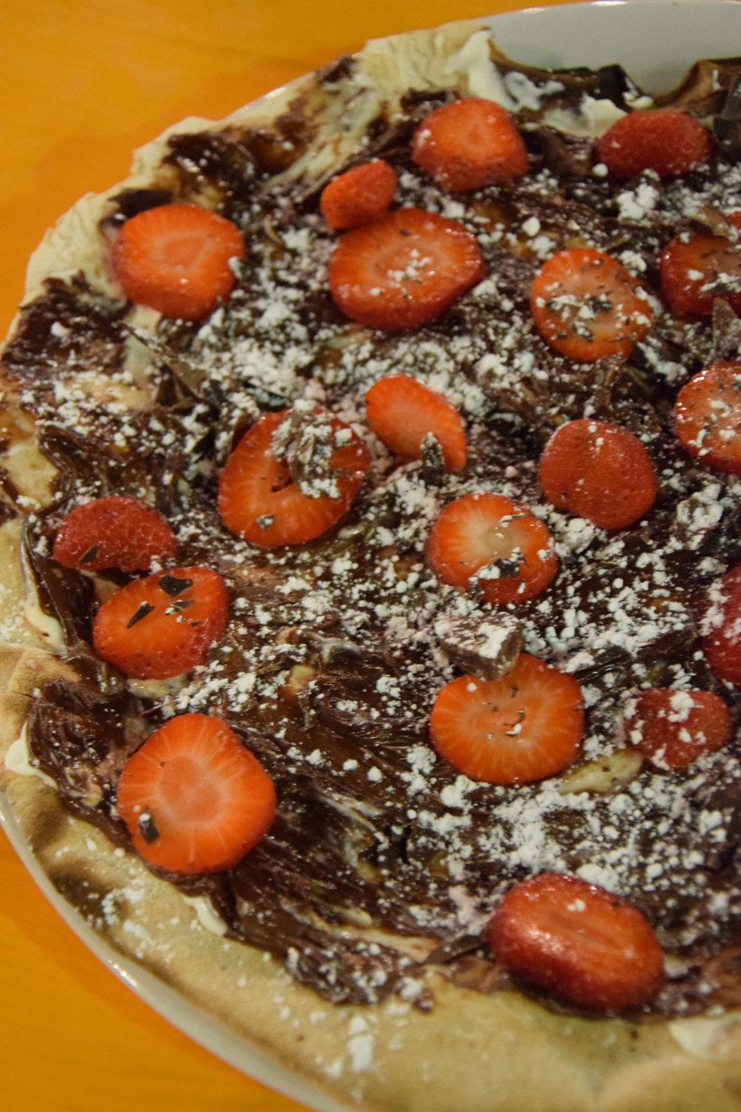 Pizza mascarpone nutella e fragole