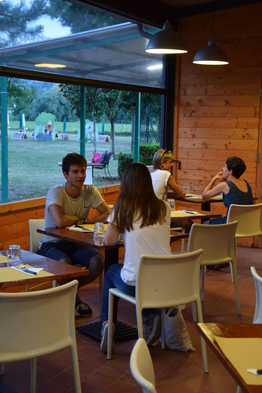 Tavoli al coperto ristorante