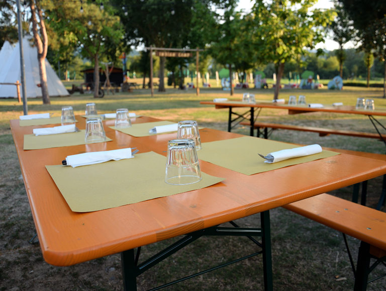 pizzeria-con-tavoli-aperto-al-fresco